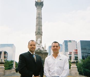 OHM's Aldo Reyes & Eduardo Erhard in front of The Angel of Independence monument